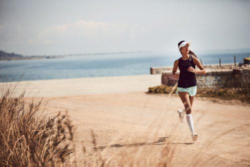 Løbesok body kontrol er en ergonomisk designet strømpe i hvid