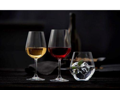 Lyngby glas vinglas sæt. Dette vinsæt kommer i 18 dele indeholder, 3 forskellige glastyper i helt transparent miljøkrystal,