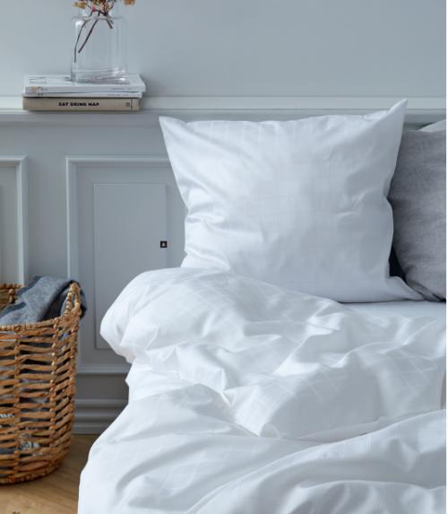 Södahl Clear sengesæt i tern, endnu et godt tilbud fra Södahl i flere farver og størrelser. Clear serien byder igen på klassiske tern til både mode og indretning.