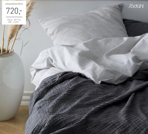 SÖDAHL CHAMBRAY ORGANIC SENGESÆT & POETRY SENGETÆPPE, 2 sæt Chambray Organic sengetøj, som er certificerede iht. GOTS (Global Organic Textile Standard).
