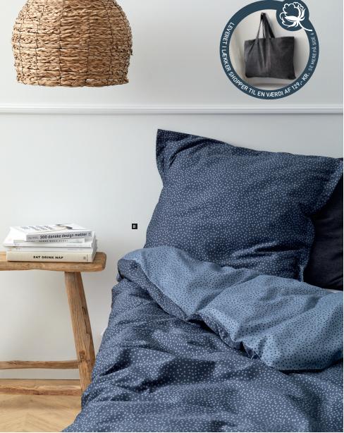 ödahl balance organic sengesæt – 100 % ØKOLOGISK Balance sengetøjet er helt enkelt i sit udtryk. De små uens prikker i motivet indbyder til ro og balance.
