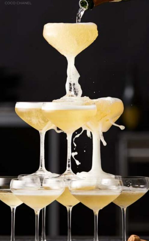 Lyngby glas Juvel serien 3 modeller at vælge imellem og er i sit tydelige design rigtig flot. Dækker næsten alle behov fra gæsterne både før og middagen.
