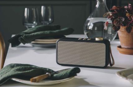 KREAFUNK aTUNE MULTIFUNKTIONEL RADIO, aTUNE er en fantastisk DAB+ og FM radio, fungerer også som en Bluetooth højtaler, i et retro look med et moderne touch