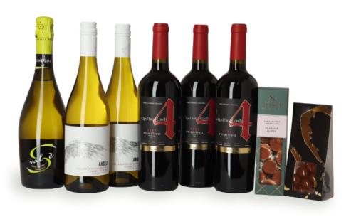 Vinsampak blandet vine og godter, er en i sandheden en pakke med lidt af hvert. Lige fra bobler, hvid- og rødvin til lækre godter som passer rigtig godt ind i højtiden. God fornøjelse.