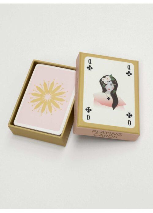 ViSSEVASSE spillekort. Kortspil eller kabale. Alene eller sammen med andre. Der er ingen regler for, hvad ViSSEVASSEs kortspil med grafiske og enkle motiver kan bruges til. Den eneste regel er, at du ikke må snyde