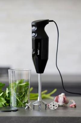 Bamix Daily stavblender med mixebæger i sort med ergonomisk greb, kraftig 140 watt motor to hastigheder. Multifunktions-, blenderskive, mixebæger 600 ml