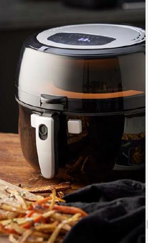 HOLM AIRFRYER 5,5L 1350 W med roterende arm, der skånsomt vender maden, så du opnår en mere jævn tilberedning og ekstra sprød overflade.
