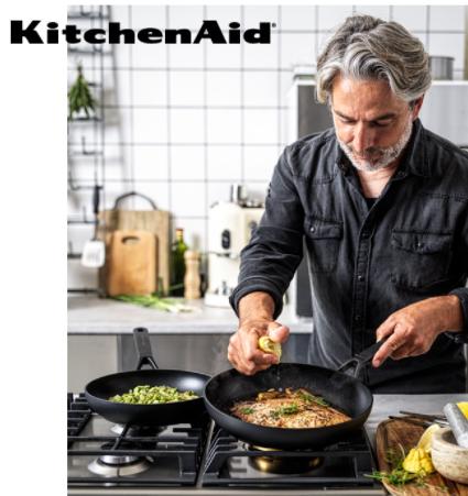 KitchenAid pander flere muligheder. Her kan du frit vælge mellem 1 stk. pande, sæt af 2 stk. pander eller den stor løsning på 3 stk. pander.