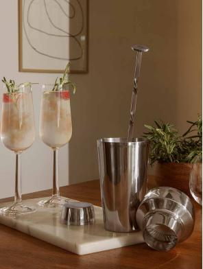 ROSENDAHL BAR SERIE shakersæt, cocktails og longdrinks er populære som aldrig før og med den ne bar-serien, har du udstyret i orden.