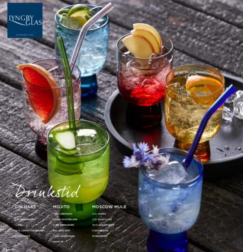 Lyngby glas tumbler i 6 farver er gennemfarvede tumblerglas i smukt design med en lille fod giver liv på bordet med deres forskellige farver.